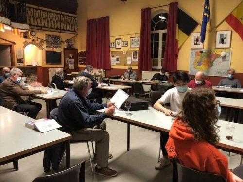 Photo d'une réunion mensuelle